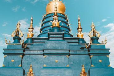Ghé Thái Lan, check-in sống ảo tại ngôi chùa xanh dát vàng sang chảnh